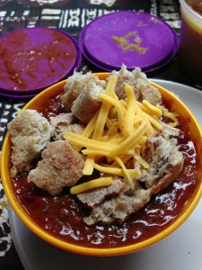 chili w. roll and cheese